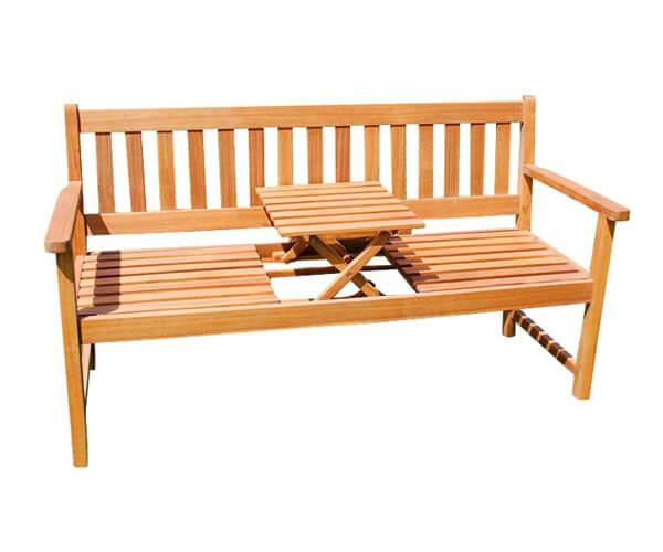Produktfoto einer Holzgartenbank mit kleinem Tisch