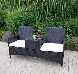 Geflochtene 2-Sitzer-Gartenbank mit Tisch in der Mitte
