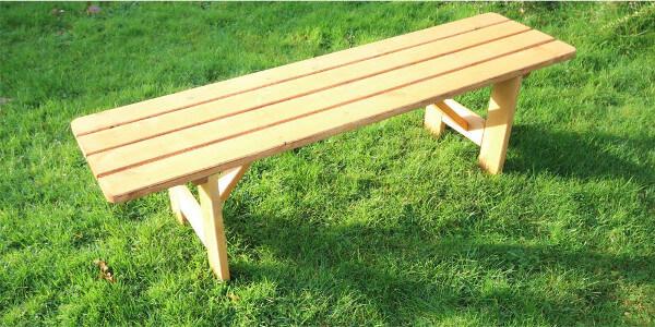 Parkbank aus Holz ohne Lehne