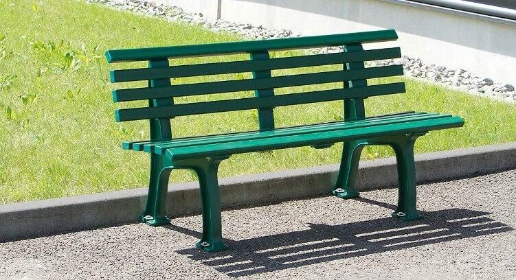 Grüne Gartenbank aus Kunststoff ohne Armlehne