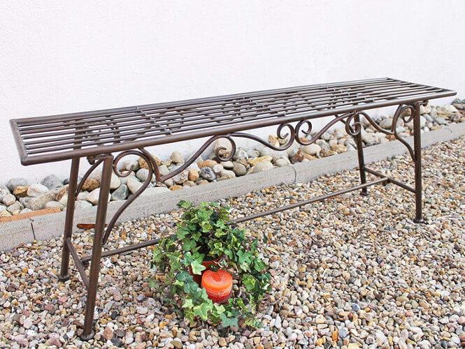 Gartenbank aus Metall ohne Arm- und Rückenlehne