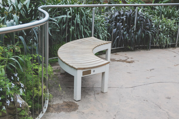 Eckbank im Garten
