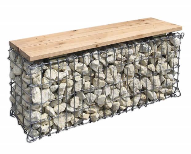 Gabionenbank mit Holzsitzfläche